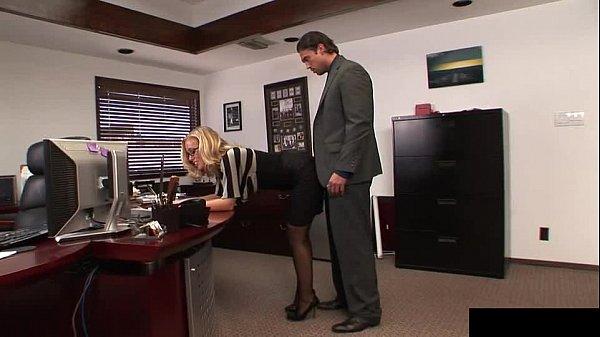Cogiendo En La Oficina Con Secretaria Puta